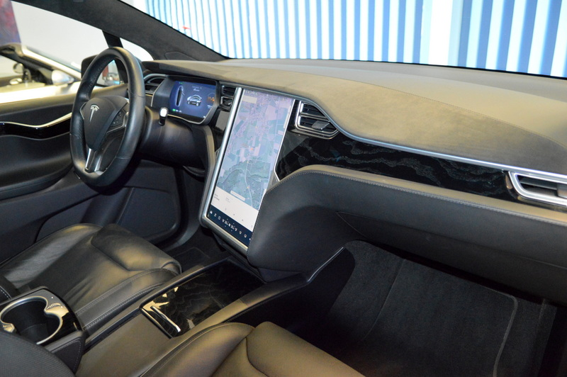 Tesla Model X P 90 D Founders Edition