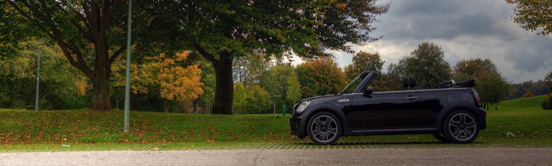 Mini Cooper Cabrio offen Herbst