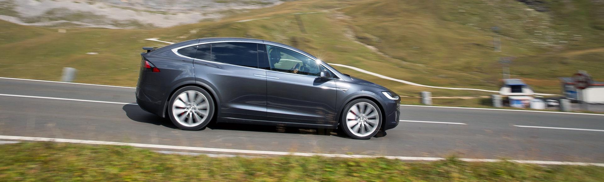 Tesla Model X 2016 325 Sommer Herbst