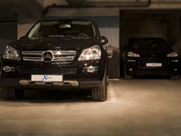 Mercedes Benz ML Porsche Cayenne Garage 2009