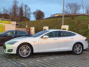 Tesla Model S 2014 Ladesaeulen 228