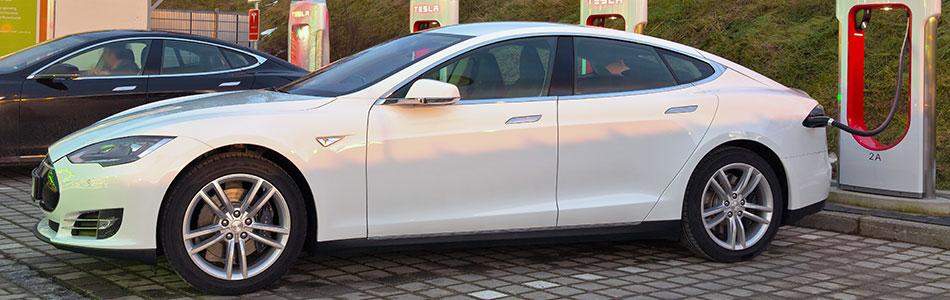 Tesla Model S 2014 Ladesaeulen 228